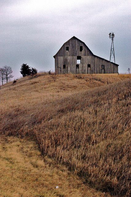 old barn,love the countryside around too!!