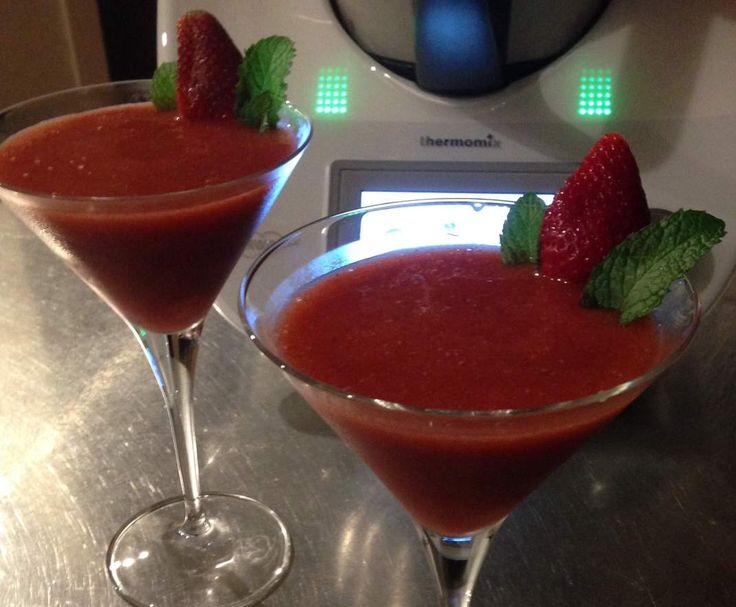 Recipe Frozen Christmas Strawberry Daiquiri by DonnaK - Recipe of category Drinks
