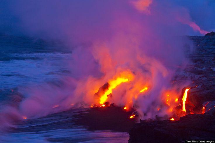 Vulcão Kilauea, na Ilha do Havaí, Havaí, USA. Onde a lava encontra água.