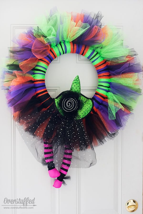 Make this adorable tulle Halloween wreath in under an hour! It's easy to make and the supplies are inexpensive. #overstuffedlife