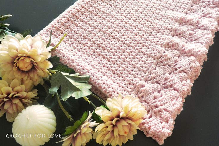 It looks like a new baby girl is coming into this world and I want to welcome her with a soft, pink, heartmade blanket <3