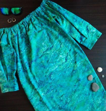 Купить или заказать Платье 'О море' в интернет-магазине на Ярмарке Мастеров. Платье прямое , выполнено из американского хлопка.Платье имеет боковые карманы . Низ подогнут широкой подгибкой. Верх стянут резинкой. Резинку можно спускать с плеча .