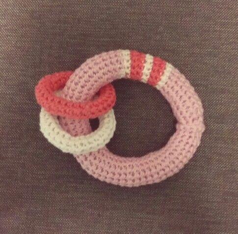 Helistin vauvalle, idean sain täältä: http://herbsthandmade.blogspot.fi/2009/01/crochet-tutorial-loop.html?m=1