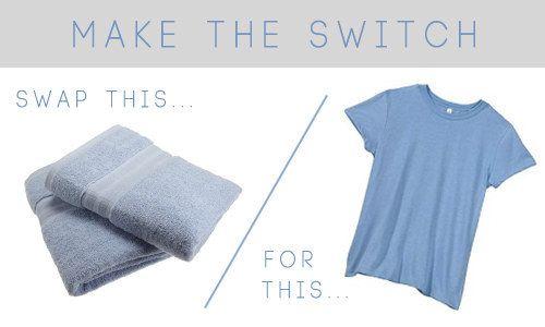 Économisez un temps fou en séchant vos cheveux à l'aide d'un tee-shirt au lieu d'une serviette.   42 astuces beauté géniales pour toutes les paresseuses