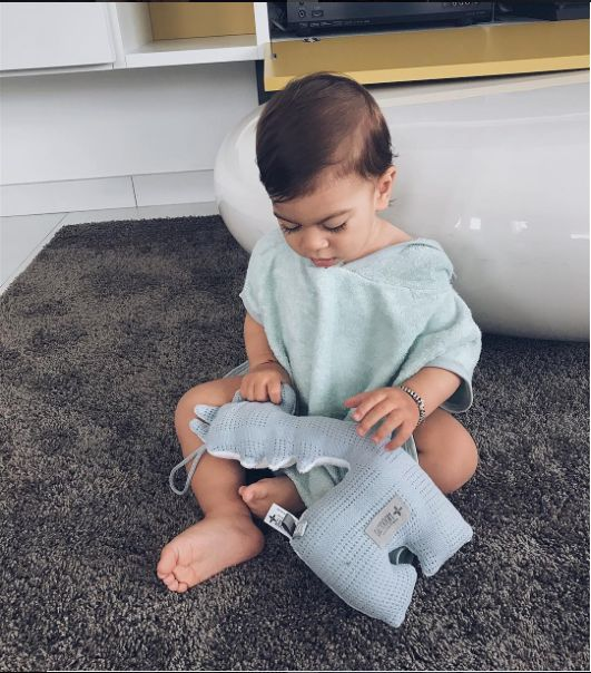 Evelina sent us this sweet photo of her baby wearing Bamboom's poncho in organic bamboo and playing with his little Bamboom animal. Sweet <3 #babywear #bamboom #babyclothes #newborn #newborns #babyfashion #babyboy #babygirl #neonati #momtobe