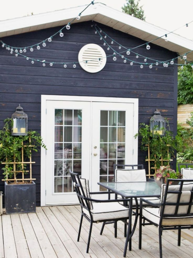Love the house colour and the deck  Via Rue