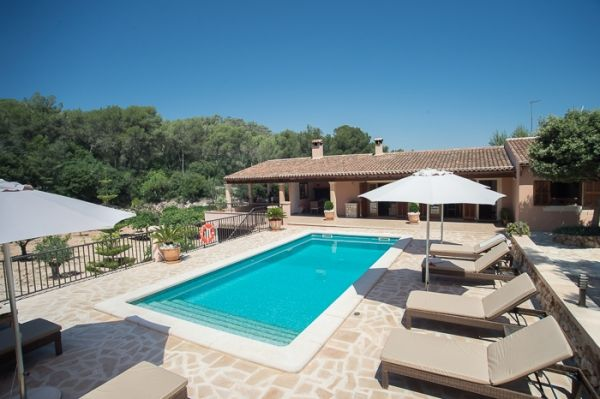 country house-bell lloc-pool