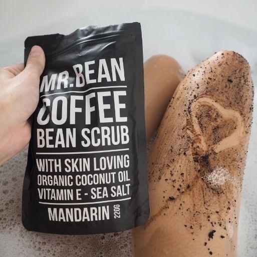 Tenhle kouzelný sáček Vás okouzlí již při otevření. Milovníci kávy si nyní opravdu přijdou na svoje, jelikož je tento peeling založený na k...