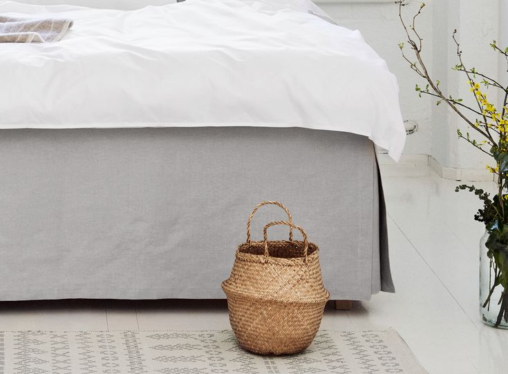 Luxurious Matri bed skirt completes the desired look of your bed.