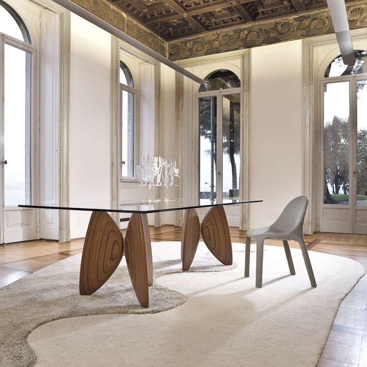 Bonaldo Mesa de comedor Vanessa Diseño Bartoli Design. Original mesa de comedor con base escultural caracterizada por un sobre de cristal transparente 15 mm.
