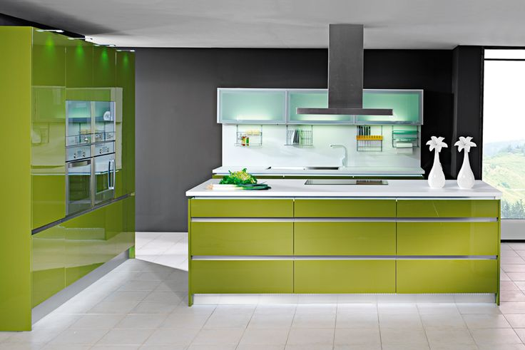 Una cocina llena de color y contrastes que mezcla diferentes tonos y materiales como el cristal - Cocinas leroy merlyn ...