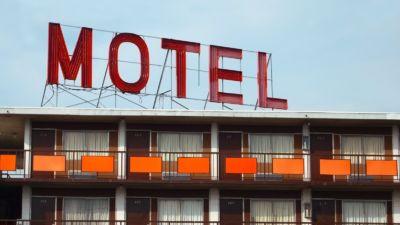 Hombre de 65 años intentaba pasar la noche en motel con dos mujeres y fallece en el intento | El Puntero