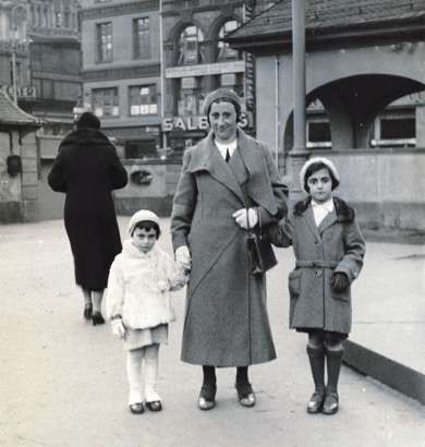 Anne, Edith and Margot.
