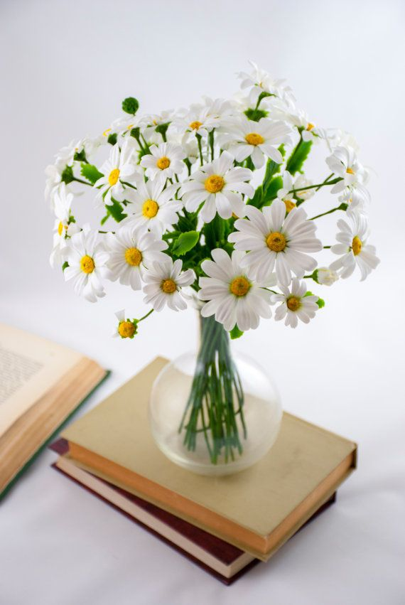 Daisy fleurs arrangement, camomille, fleurs de Faux, argile polymère, rustique, fleur de porcelaine froide, pièce maîtresse de fleurs sauvages, marguerites artificiels