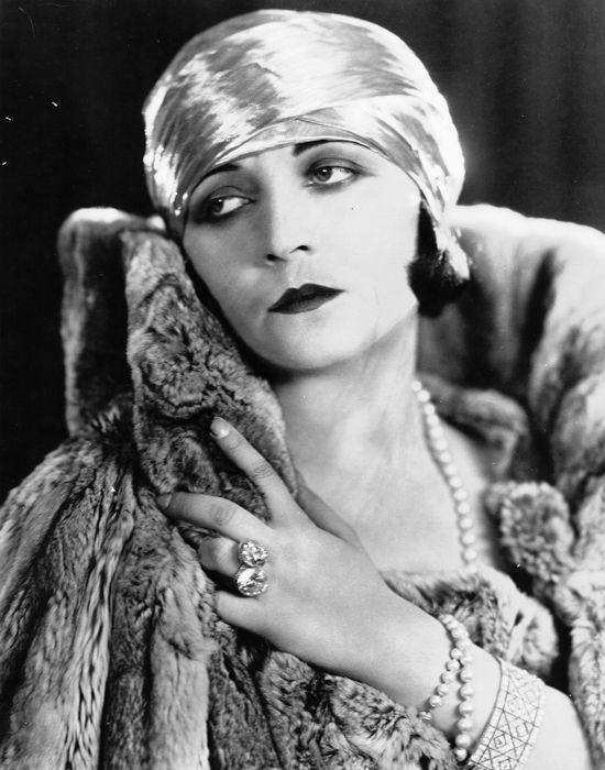 pola negri by edward steichen (vanity fair june 1925)