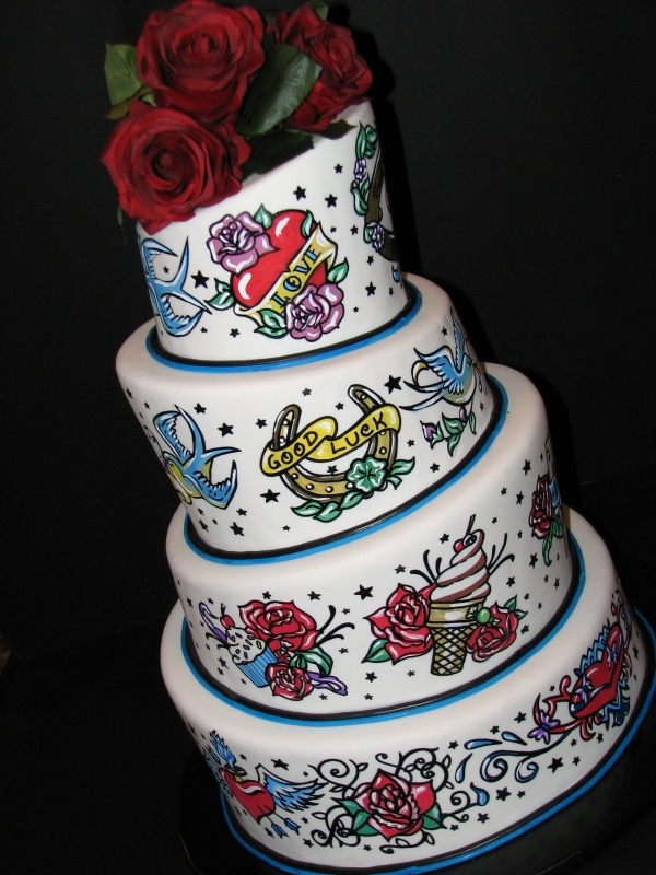 tattoo cake..stickin on this bored but perfect cake for ma and larry if they ever do it!