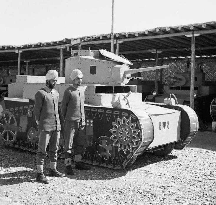 M3軽戦車は英国が大量購入した最後の戦車となった。 なぜならもはや英国に与信が下りなかった。スチュワートの代金は現金と金地金で支払われている。英国はもうツケがきかない状況に陥っていた。 画像はダミーのスチュワート。