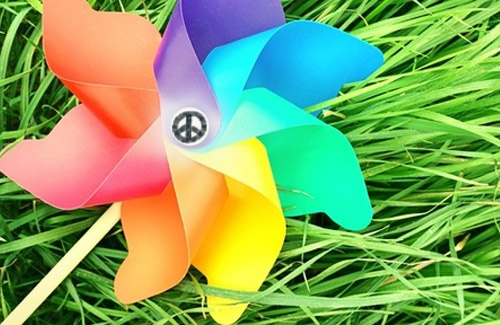 Pinwheels for peace project for International Day of Peace - link to music and website.: Pinwheels