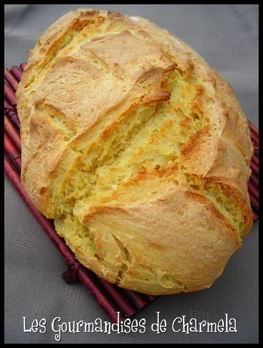 PAIN A LA FARINE DE MAIS (300 g de farine blanche, 200 g de farine de maïs, 1 c à s d'huile d'olive, 1 c à c de sel, 12 g de levure de boulanger, 10 cl d'eau, 20 cl de lait)