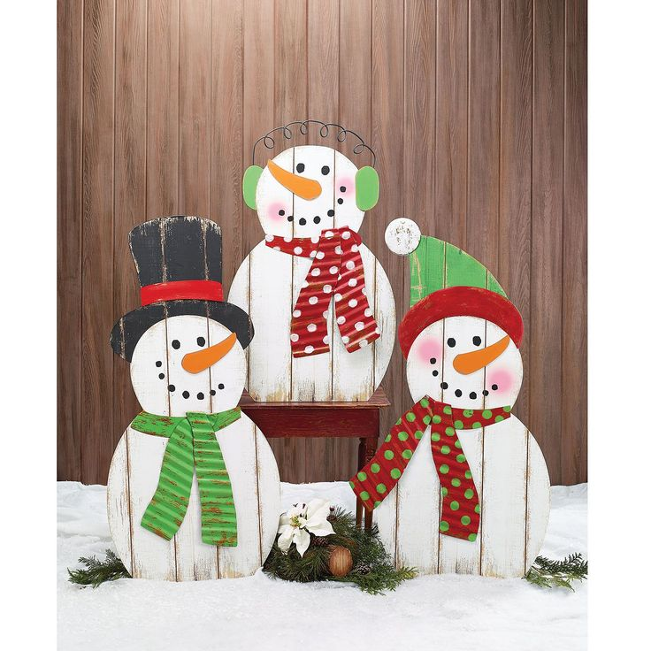 Wood plank snowman family winter pinterest - How to make a snowman out of wood planks ...