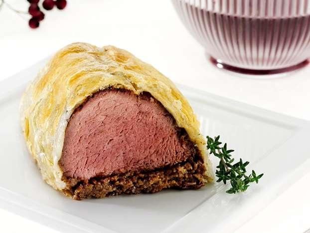 Il filetto alla Wellington, un secondo piatto da portare in tavola per il pranzo di Natale. Questa la raffinata proposta di Csaba per un menu natalizio impeccabile.