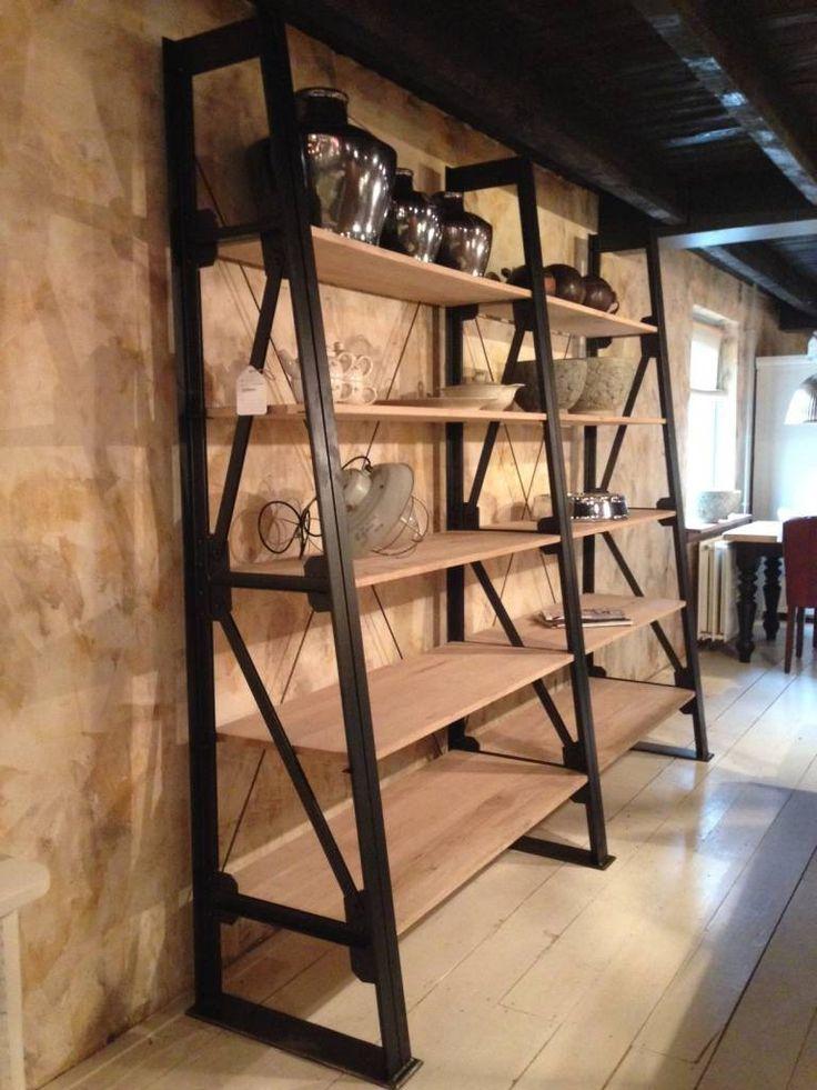 Bij Oldwood vind u de robuuste, industriële stellingkast Dawid Schuin. Een stoer en robuust ontwerp gemengd met het hout en metalen frame maakt de kast uniek.