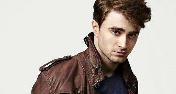 """İnternetin muhtemelen ısıtıp ısıtıp tekrar masaya koymayı en sevdiği içeriklerden bir tanesi """"Harry Potter oyuncularına şimdi ne oldu?"""" tipi, ana öğrenci kadronun küçüklüğünden birer resim alıp, şimdi ne işlerle meşgul olduklarını incelemek büyük ihtimalle. Bu tip içeriklerde de hep dem vurulan birkaç şey var. Birincisi, Neville Longbottom'ı oynayan Matthew Lewis'in bir anda serpilip seksileşmesi; ikincisi …"""