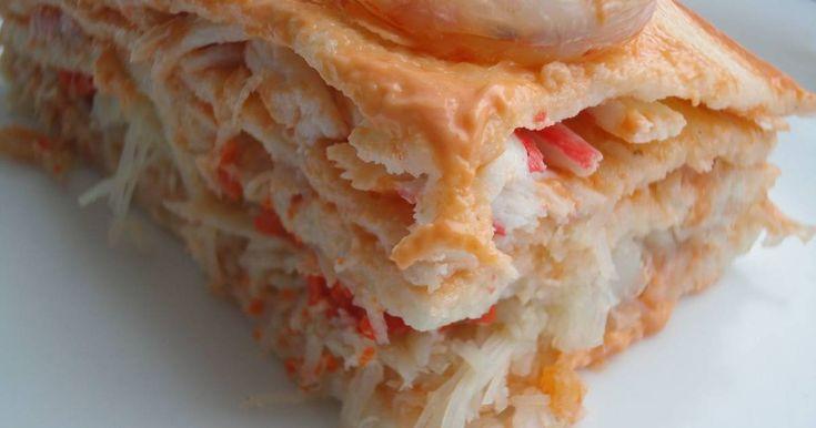 Fabulosa receta para Pastel de cangrejo y langostinos . Una receta muy fácil y sabrosa que dejará a vuestras familias encantadas y, también es estupenda para preparar cuando tenemos invitados. Un entrante deliciosa para comidas frías.