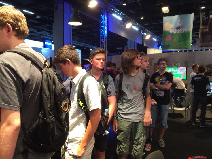The line for Distance VR is getting a bit crazy. @gamescom is really heating up today! #gamescom15