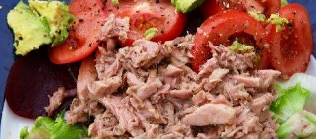 Heerlijk frisse maaltijdsalade met bietjes,tonijn en aardappelen. Zelf serveer ik dit bij de Barbecue of op feestjes,maar je kunt het ook als volledige...