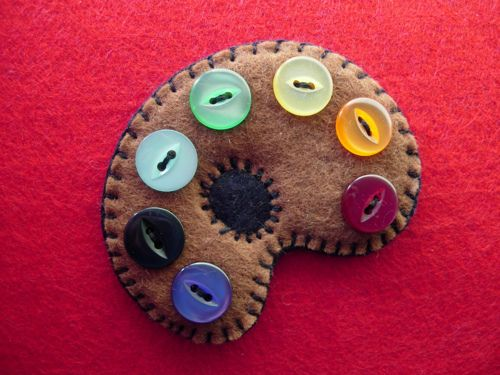 artist palette brooch (by maximum RABBIT designs)