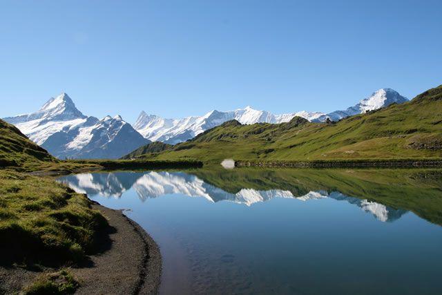 Suisse reflets dans un lac