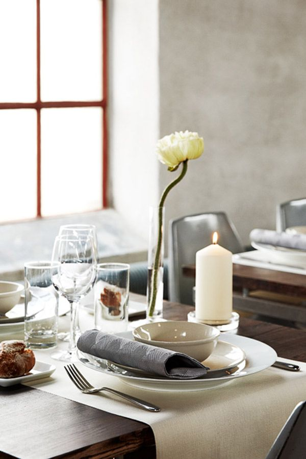 Raw chic - and yet elegante. This theme characterized by down-to-earth, individual imperfections and weathered surfaces. duni elegance napkins