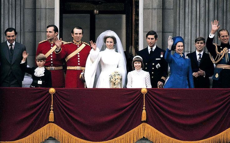 23 best images about the wedding of princess anne to for Queens wedding balcony