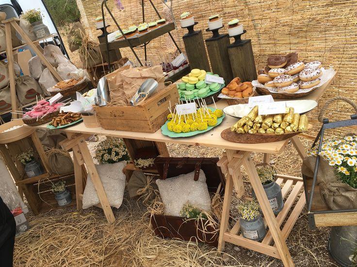 Η βάπτιση της Μαρίας Χριστίνας με χαμομήλια #candybar #decoration #nikolas_ker #vaptisi #vaftisi #girl #decoration #hats #favors #boboniera #lemonade_bar #chamomille