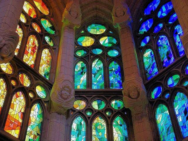 1000 images about stained glass antoni gaudi on - Estilo sagrada familia ...