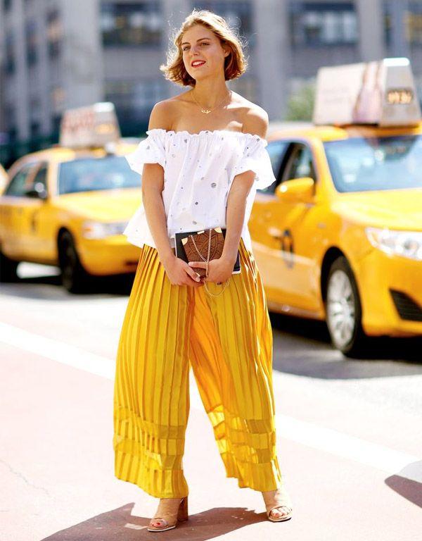 Look de street style com calça pantalona amarela + top branco. #flatlay #flatlayapp #flatlay www.theflatlay.com