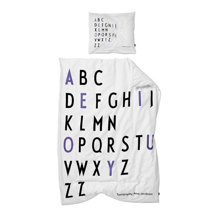 - Låt dina barn lära sig sitt alfabet i sömnen med hjälp av dessa organiska sängkläder. Påslakan: 100x140 cm & örngott: 40x45 cm. Material: Ekologiskt bomull.