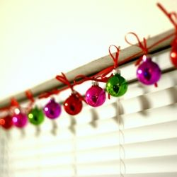 Easy craft tutorial: how to make a Christmas ornament garland!