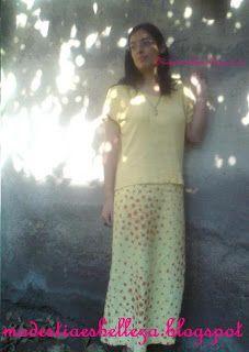 falda larga, recta amarilla para días de calor.