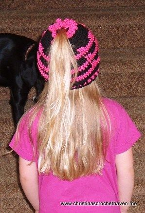 crochet ponytail hat with pattern- as a former cheerleader this would have been awesome in blue and gold!