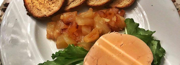 Foie gras con purè di mele e crostini ai fichi