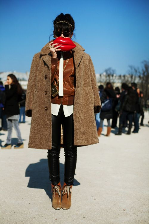 : Street Fashion, Kiss, Fashion Street Style, Clutches, Fashion Week, Red Lips, Leather Jackets, The Sartorialist, Bags