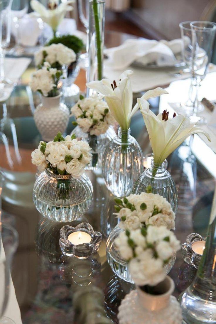 Perfeita mesa para um Jantar. Arranjos baixos para não atrapalhar os convidados. Sem contar no bom gosto.