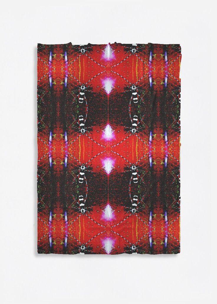 Übergroße Merinowolle – Zebra Bug in Braun / Rot / Weiß von VIDA Original Artist   – Products