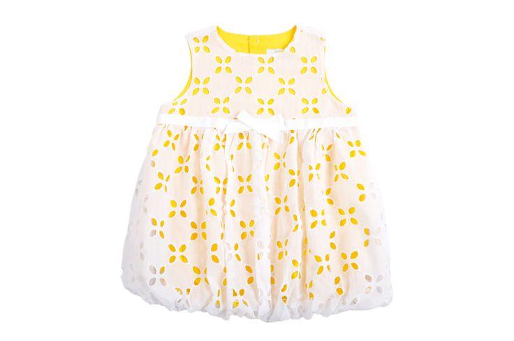 Vestido #EPK bombacho para bebe niña de encaje blanco con forro amarillo, arriba de la cintura una cinta de gross con un lazo al frente  http://www.shopepk.com.co/index.php?page=shop.product_details&flypage=flypage.tpl&product_id=2&category_id=3&option=com_virtuemart&cat=1&Itemid=69