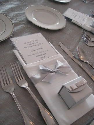 Menu Card Napkin fold with bow and wedding favor