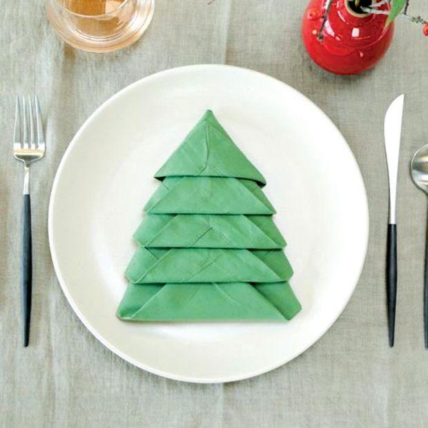Guide: Fold en serviet som juletræ
