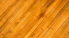 3 tolle Hausmittel, mit denen du dir die Reinigung des Parketts ein bisschen einfacher machen kannst. So hast du länger Freude an deinen Holzböden. ✓