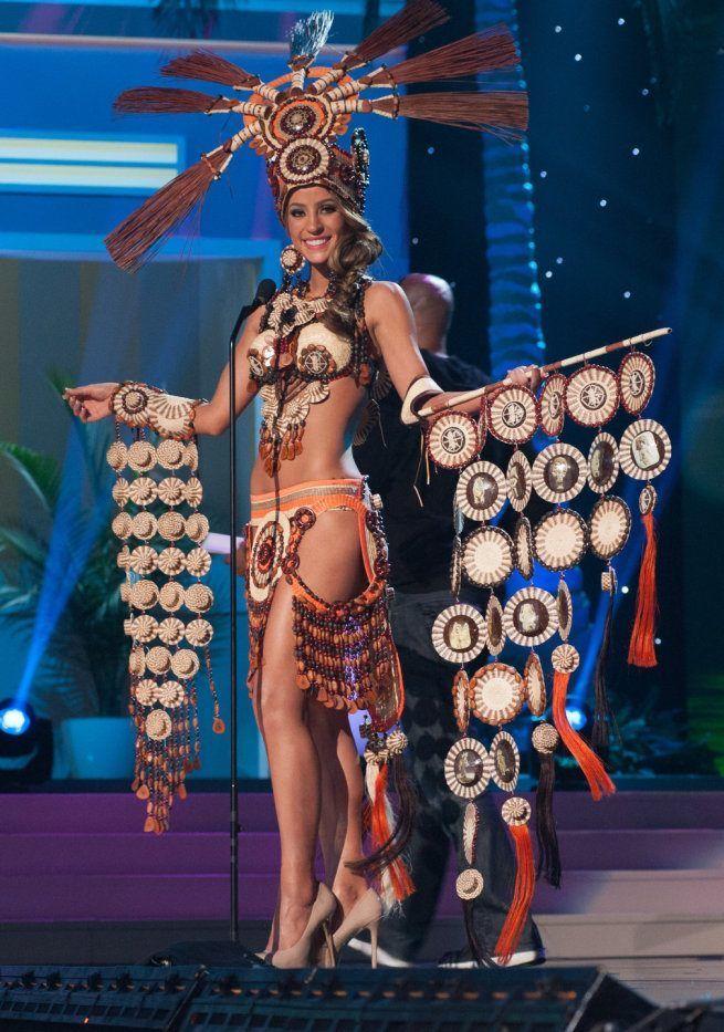 Miss Universe 2015: Oto najdziwniejsze suknie narodowe. Polska wypada blado?